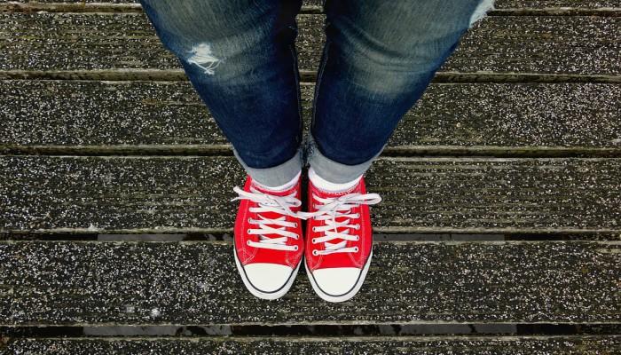 Cómo estirar unos zapatos que aprietan