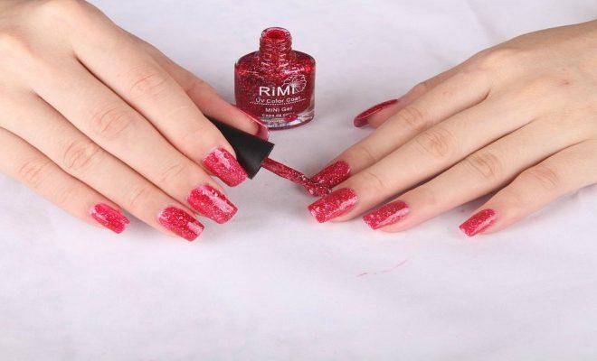 Manicura perfecta: cómo pintar las uñas sin salirse