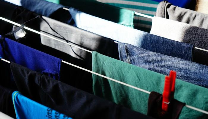 Cómo quitar el desteñido de la ropa