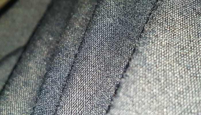 Ventajas y desventajas del poliéster en la ropa